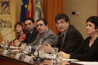 El rector, Vicente Guzmán, junto al vicepresidente de la Junta Diego Valderas