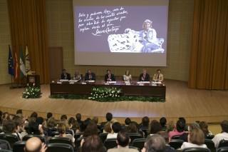 El acto de homenaje institucional se ha celebrado a continuación en el Paraninfo de la UPO