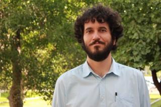 Alberto Marina  es profesor del Departamento de Filología y Traducción de la UPO y fundador de la editorial La Piedra Lunar.