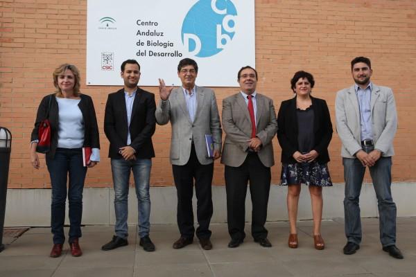Desde la izquierda: Elodia Hernández, Daniel González, Diego Valderas, Vicente Guzmán, Manuela Fernández e Ismael Sánchez, responsable de la Oficina de la Vicepresidencia