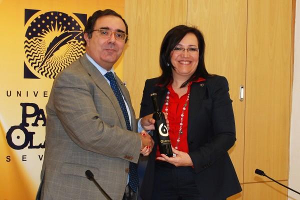 El  rector Vicente Guzmán y la directora gerente de la Agencia de Gestión Agraria y Pesquera de Andalucía, Catalina Madueño