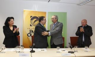 Esperanza Perea, Vicente Guzmán, Florentino de Lope y Antonio Gallardo tras la firma del convenio