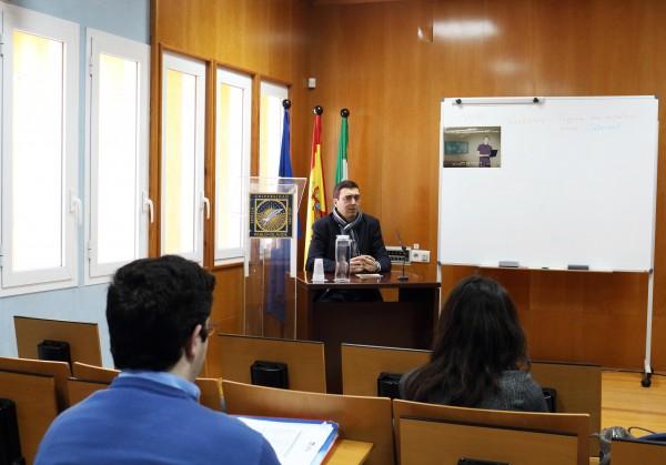 """En la fotografía, el vicerrector de Planificación Docente, Eugenio Fedriani Martel presentando el Workshop """"Educar sobre Internet"""""""