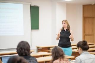 clase en un aula del campus UPO