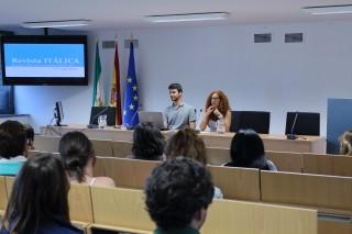 Manuel Alejandro González Muñoz y Helena Valverde Reyes, estudiantes y editores de la revista
