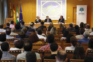 A la presentación de la Cátedra han asistido numerosos representantes de entidades locales de la provincia de Sevilla, del sector de la economía social, de la banca ética y del Tercer Sector