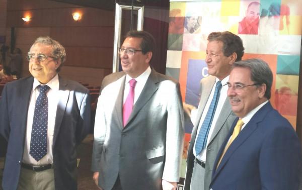 De izquierda a derecha,José Angel Narváez, rector en funciones de la Universidad de Málaga;   Antonio Pulido, presidente de la Fundación Cajasol, Samir Naïr y Eugenio Domínguez, rector de la UNIA.