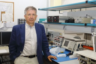 José María Delgado, profesor del Departamento de Neurociencias, en su laboratorio