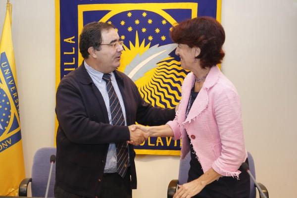 El rector de la UPO y la comisionada para el Polígono Sur de Sevilla.