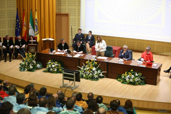 La presidenta ha inaugurado el curso académico en las universidades andaluzas, que en la UPO contará con 12.000 estudiantes