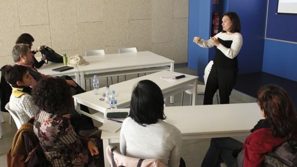 Lina Gálvez impartiendo el seminario