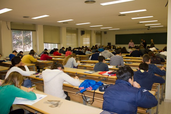 Los estudiantes de 2º de ESO durante la prueba. FOTO: Jesús Martínez de los Santos, SAEM THALES.