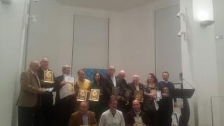 El profesor Francisco Collado, primero por la derecha en la fila de abajo, junto al resto de galardonados