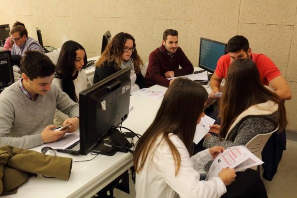 Los estudiantes de los grados en Finanzas y Contabilidad y en Análisis Económico participan en la simulación.