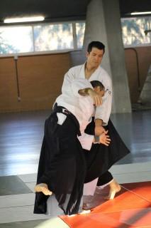 El instructor de Aikido Alexander Mora (cinturón negro 4º Dan Aikikai).
