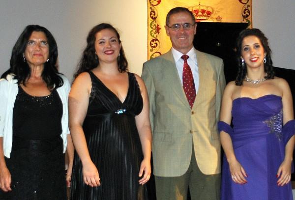 El recital estuvo a cargo de las solistas de la Compañía Sevillana de Zarzuela Diana Larios (vocal) y María Bocardo (pianista)