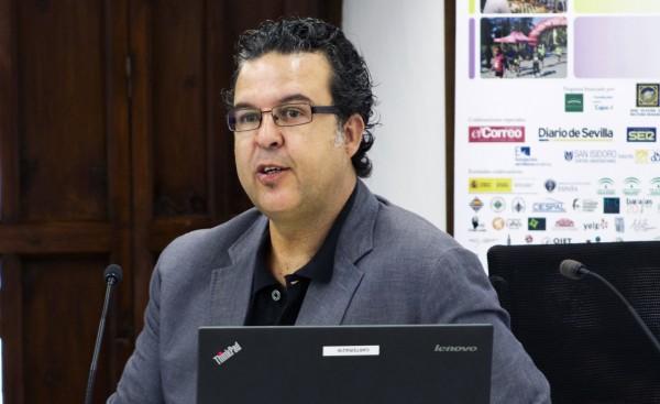 Jesús Cárdenas opina que las grandes editoriales condicionan el gusto de los lectores a través del márketing comercial y denuncia una crisis de la digitalización literaria