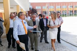 La directora general de Política Académica junto con el ayudante de Servicio de la UPO, Luis Bobadilla, durante la visita.