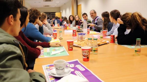 El científico Guillermo López LLuch durante el 'Café con Ciencia' sobre 'Mitocondria, energía y envejecimiento: ¿hay una relación?'