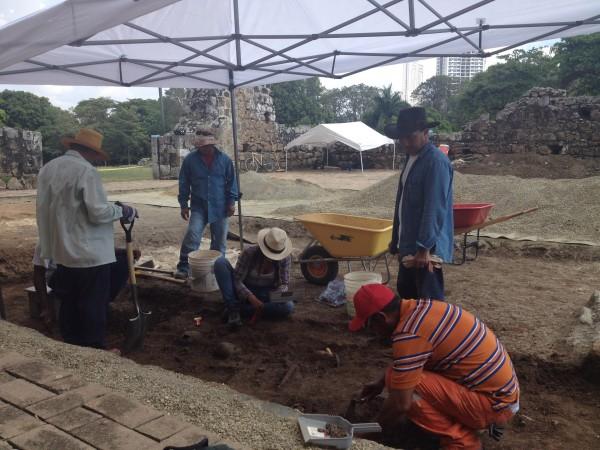 Un equipo internacional de arqueólogos trabaja actualmente en la Catedral del Conjunto Monumental Histórico de Panamá Viejo.