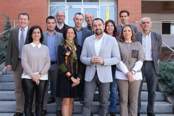 Antonio Fernández Martínez (en el centro) junto con los decanos de las facultades andaluzas que imparten el grado en Deporte.