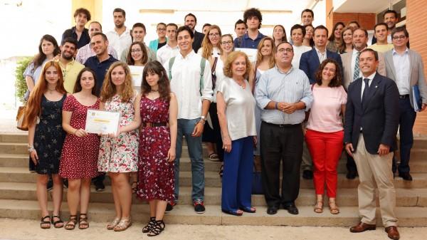 Premiados en el IX Concurso de Ideas y Proyectos Emprendedores, junto a los miembros del jurado y Amparo Rubiales, Vicente Guzmán y José Manuel Feria, quienes han hecho entrega de los Premios.
