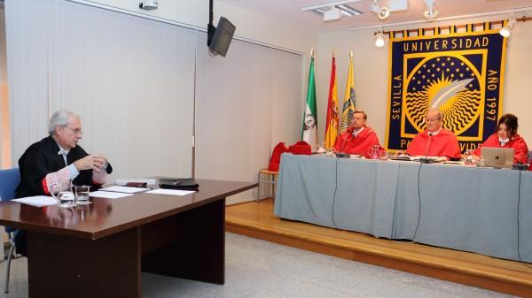 Antonio Dorado durante la defensa de su tesis, la número mil de la UPO.