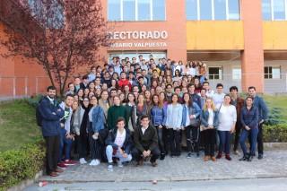 Los estudiantes de segundo Bachillerato a su llegada al campus