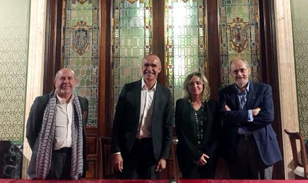 En el centro, Antonio Muñoz y Elodia Hernández