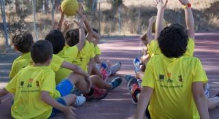 Alumnos de la Escuela de Verano de la pasada edición realizando actividades deportivas.