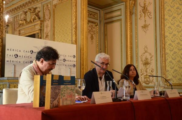Juan Marchena, Miguel Ángel Puig y Dolores González durante la presentación en la Casa de América