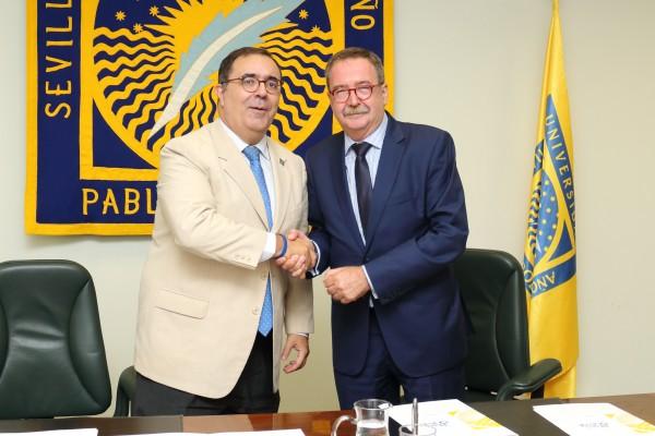 Vicente Guzmán y Ángel Gallego en el Rectorado de la UPO