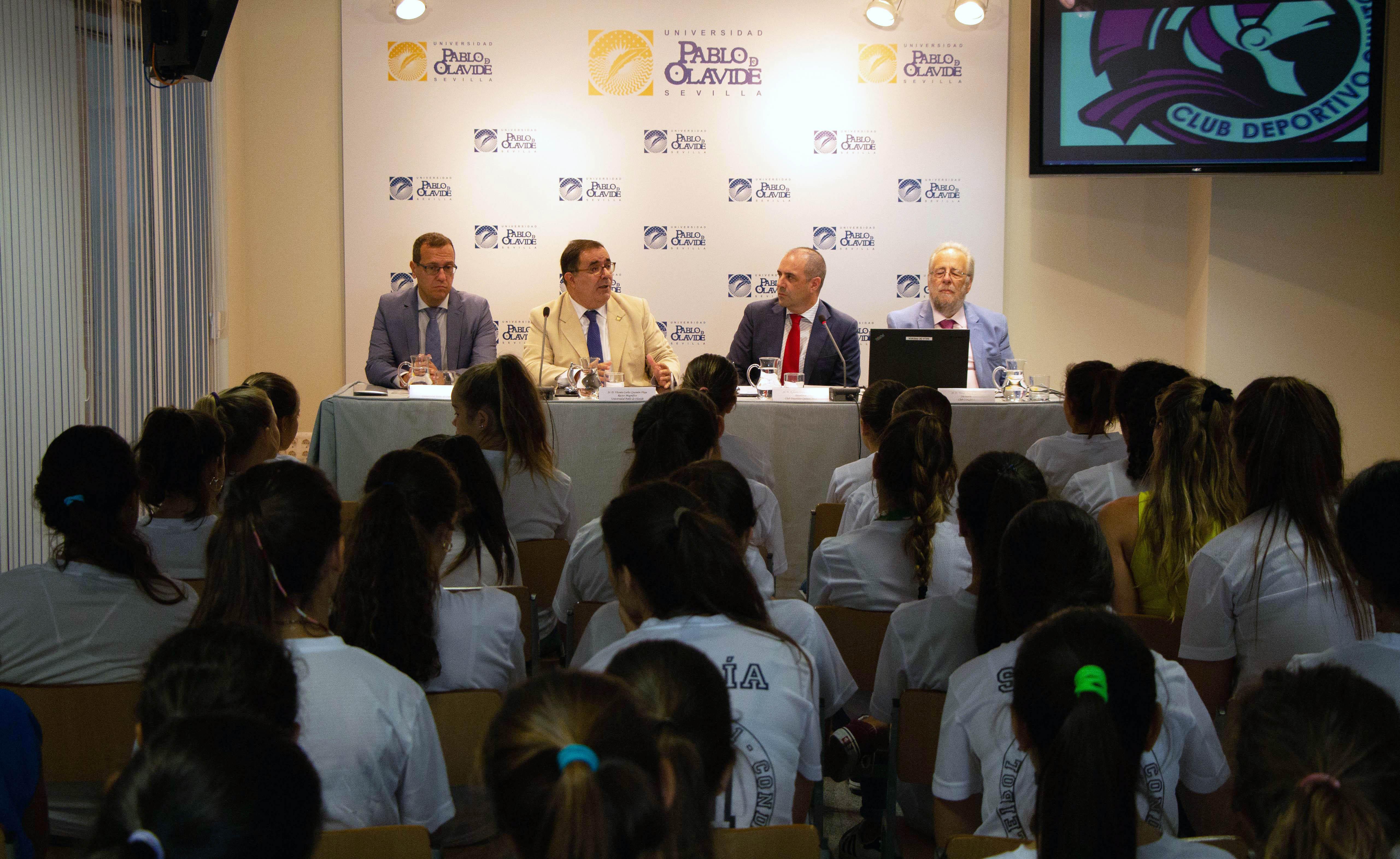 La UPO y el Club Deportivo Quintos 2011 firman un convenio para el ... c47f4f2c3c8ce