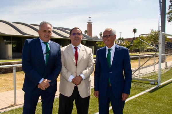 Rafael Gordillo, Vicente Guzmán y Federico Martínez  en las instalaciones de Fútbol de la UPO