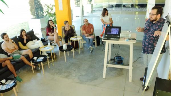 """Jaime Aranda durante el coffee&talk """"Construir ideas innovadoras y no morir en el intento"""""""