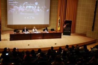 El vicerrector de Estrategia, Empleabilidad y Emprendimiento, José Manuel Feria, la presidenta del Consejo Social UPO, Amparo Rubiales, y la directora de Tiendas Movistar en Andalucía y Extremadura, Cristina Egusquiza han inaugurado el seminario.