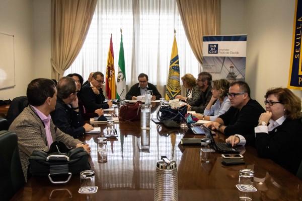 Reunión del Patronato, presidida por el rector de la UPO, Vicente Guzmán