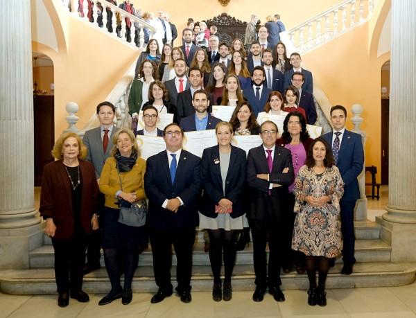 Imagen https://www.upo.es/diario/wp-content/uploads/2018/12/premios_ayuntamiento_2018-600x459.jpg