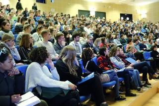 Estudiantes del CUI en el Paraninfo