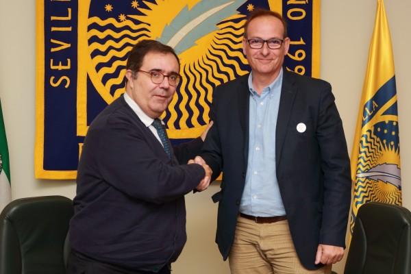El rector de la UPO Vicente Guzmán junto a Antonio López, presidente de ENACH Asociación.