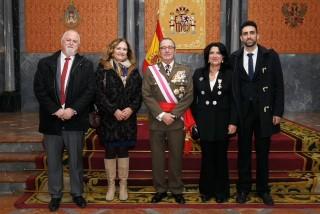 La vicerrectora recibió la distinción de manos del teniente general Juan Gómez de Salazar