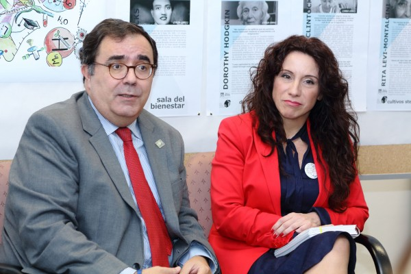Vicente Guzmán y Rocío Ruiz durante su visita al CABD