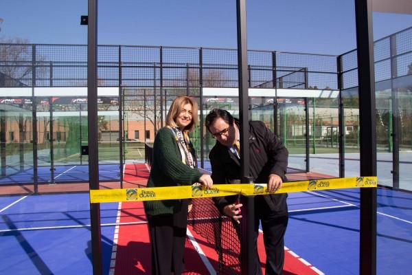 Begoña Calderón y Vicente Guzmán inauguran las nuevas pistas de padbol