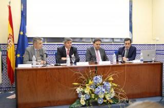 De izquierda a derecha, Narciso Navarro, CFO Grupo Martín-Casilllas; Manuel Parejo, director-general de Flacema y profesor de Finanzas de la UPO; Domingo González, CFO Grupo Inmobiliaria del Sur; y Enrique Jiménez, director del Máster de Finanzas y Banca de la UPO.