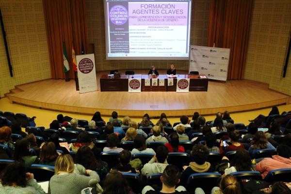 Elodia Hernández y Rocío Cárdenas presentan el curso de formación de agentes contra la violencia de género