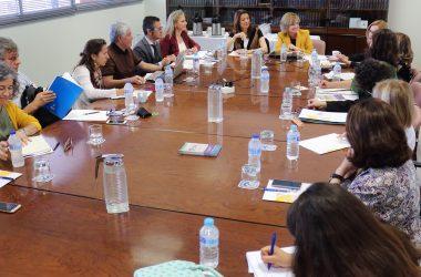 María Lourdes Ballesteros y Elodia Hernández con responsables de voluntariado de las universidades andaluza