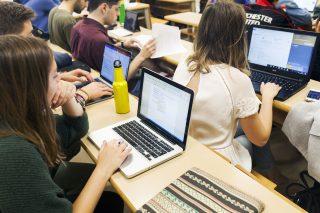 Estudiantes en clase, campus de la Universidad Pablo de Olavide