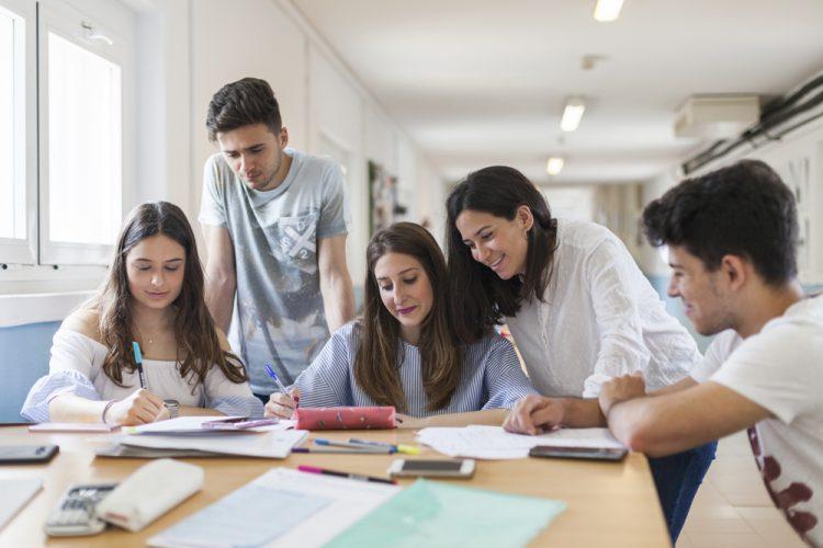 Imagen https://www.upo.es/diario/wp-content/uploads/2019/09/estudiantes_upo-750x500.jpg
