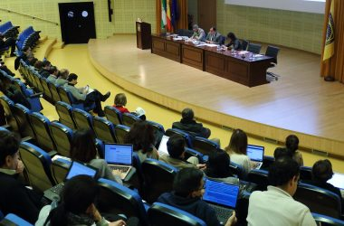 sesión del Claustro celebrada hoy en el Paraninfo de la UPO