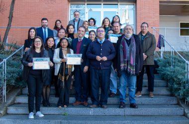 mujeres migrantes que han recibido hoy su diploma junto a Vicente Guzmán, José Chamizo y José Manuel Feria